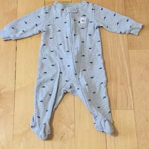 Carter's footed pajamas size 6months 🐳